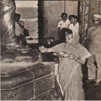 Smt. Indira Gandhi offering flowers at the feet of Swamiji's statue and paying her homage to his sacred memory.